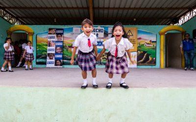 Plan Internacional y Domicilios.com se unen para recaudar becas escolares por el mes de la mujer.