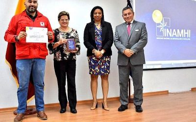 CLIMATE CENTRE: Ecuador met service award for joint FbF work with Red Cross
